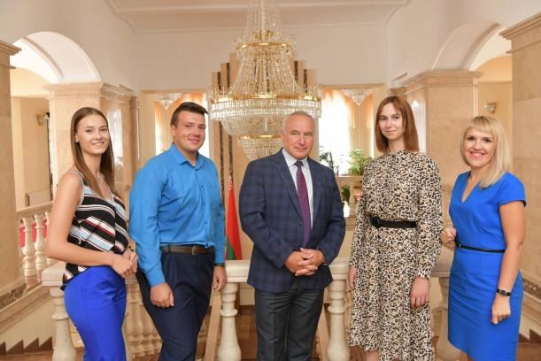 В преддверии 44-го съезда БРСМ председатель Витебского облисполкома Николай Шерстнёв встретился с делегатами от области