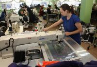 В открытом акционерном обществе «Мона» вовсю идет отгрузка потребителям изделий льняной коллекции «Весна-лето 2013», которую к сезону разработали и изготовили специалисты предприятия.