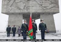 Сенько вручил знамя Витебской таможне
