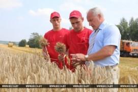 Первых комбайнеров-тысячников чествовали в области (30.07.2018)