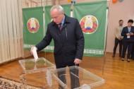 Председатель Витебского облисполкома Николай Шерстнёв проголосовал на парламентских выборах (17.11.2019)